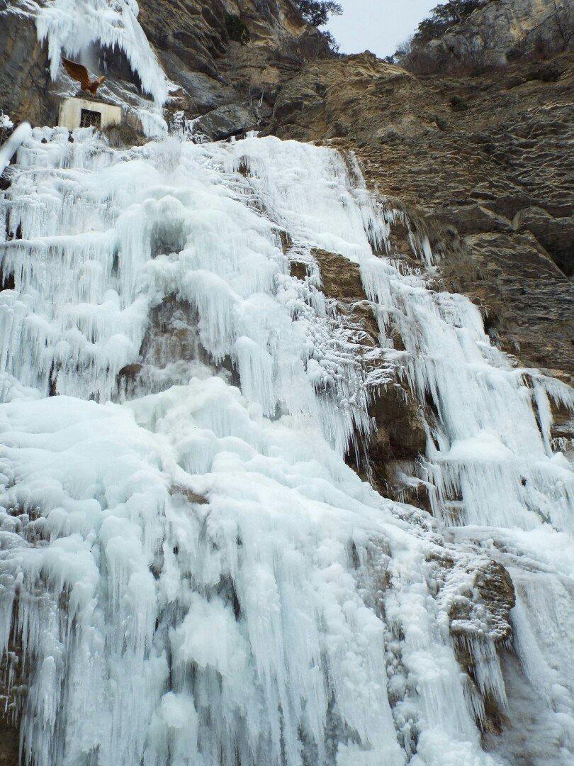 Самый высокий водопад Крыма покрылся льдом (ФОТОФАКТ) (фото) - фото 3