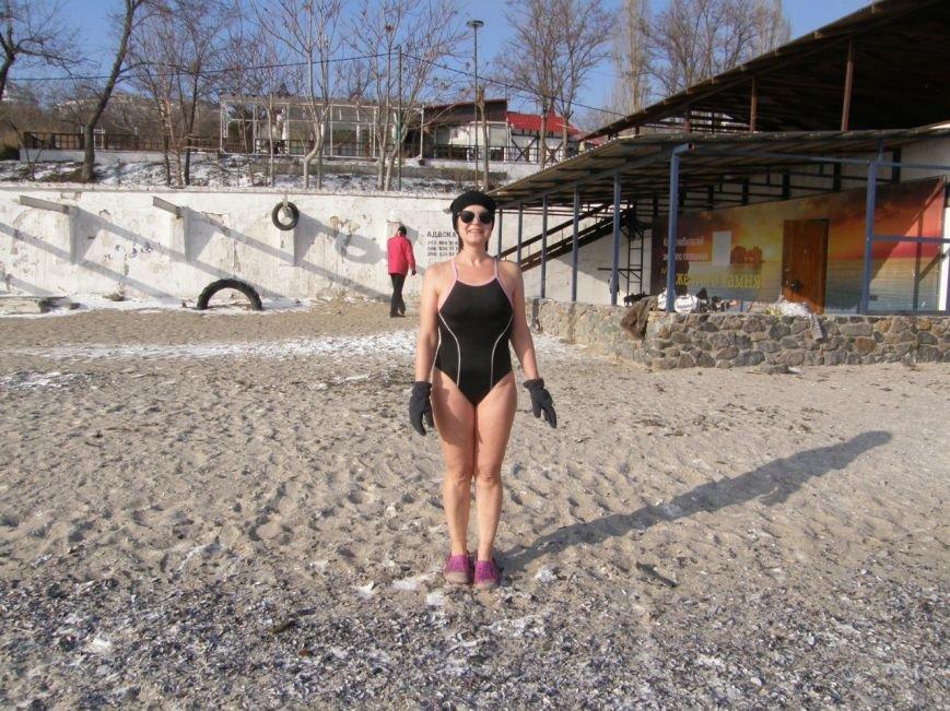В воде теплее! В Одессе в 15-градусный мороз купаются в море (ФОТО) (фото) - фото 1