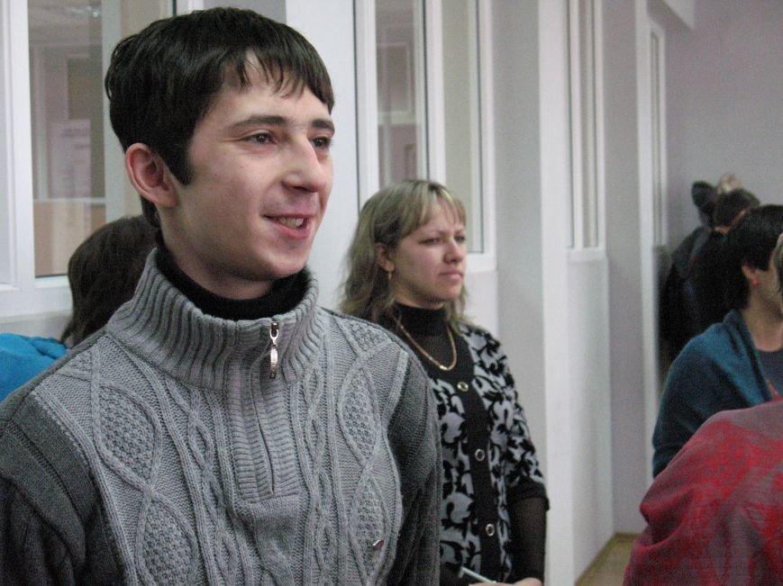 На Луганщине вручили квартиру участнику АТО, который воевал под Иловайск (Фото) (фото) - фото 3
