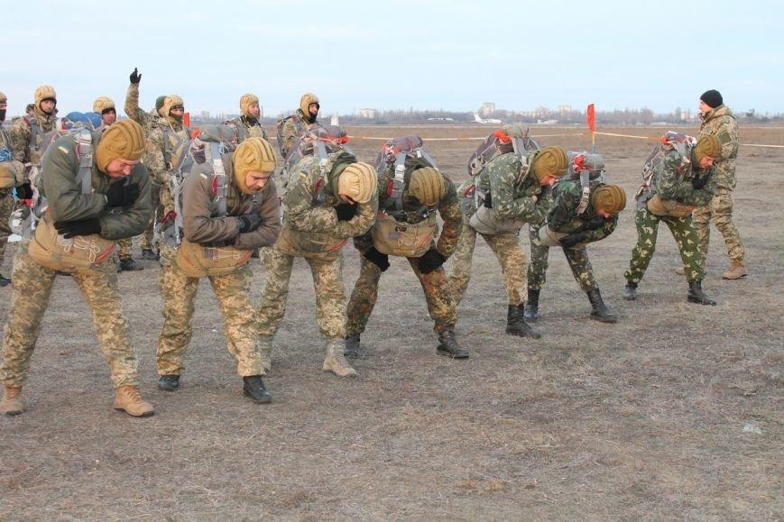 Николаевских морпехов посвятили в парашютисты (ФОТО) (фото) - фото 1