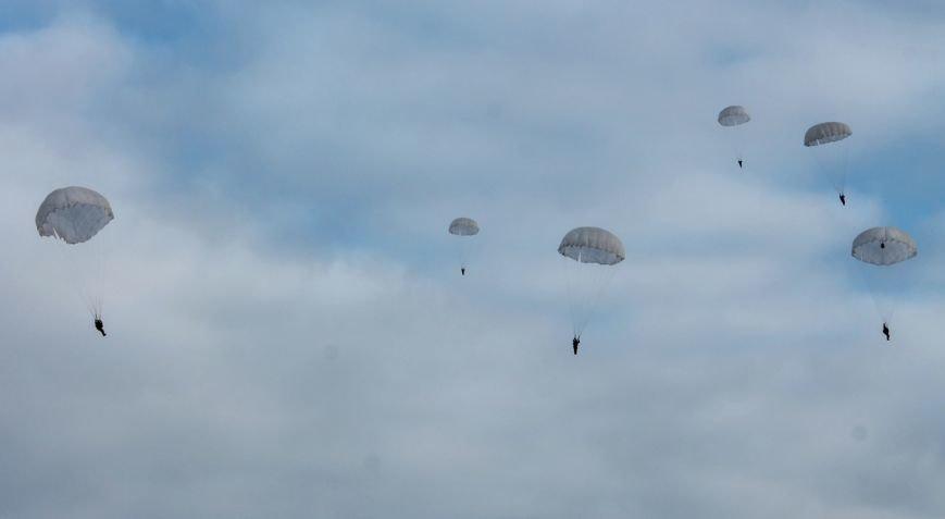 Николаевских морпехов посвятили в парашютисты (ФОТО) (фото) - фото 5