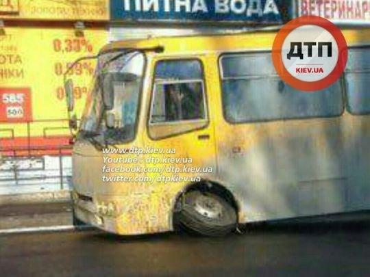 В Киеве у маршрутки на ходу отвалилось колесо (ФОТОФАКТ), фото-2