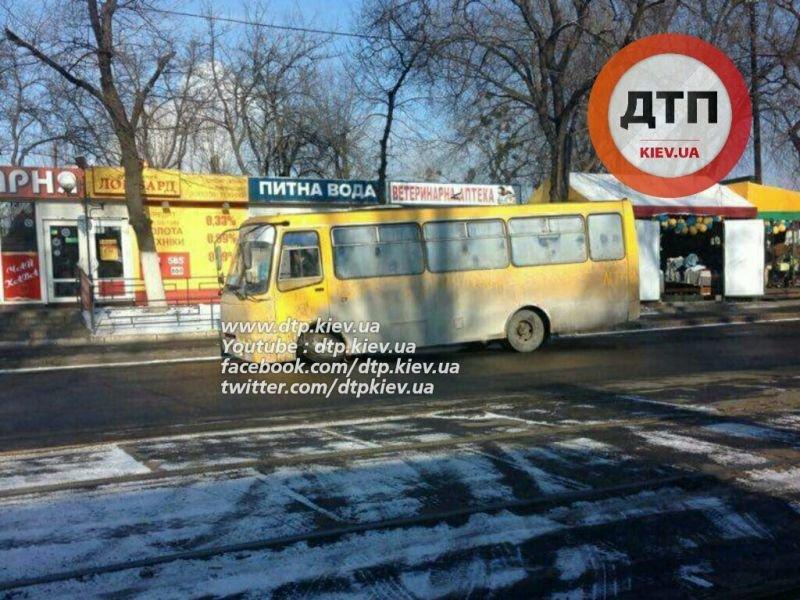 В Киеве у маршрутки на ходу отвалилось колесо (ФОТОФАКТ), фото-1