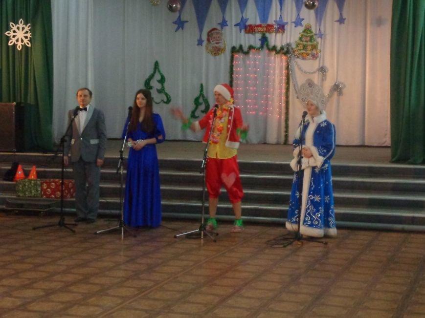 В Красноармейске дети льготных категорий сегодня стали частью яркой рождественской сказки (фото) - фото 8