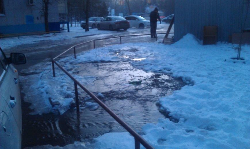 Проспект Сельмаш покрылся льдом и туманом из-за коммунальной аварии (фото) - фото 1