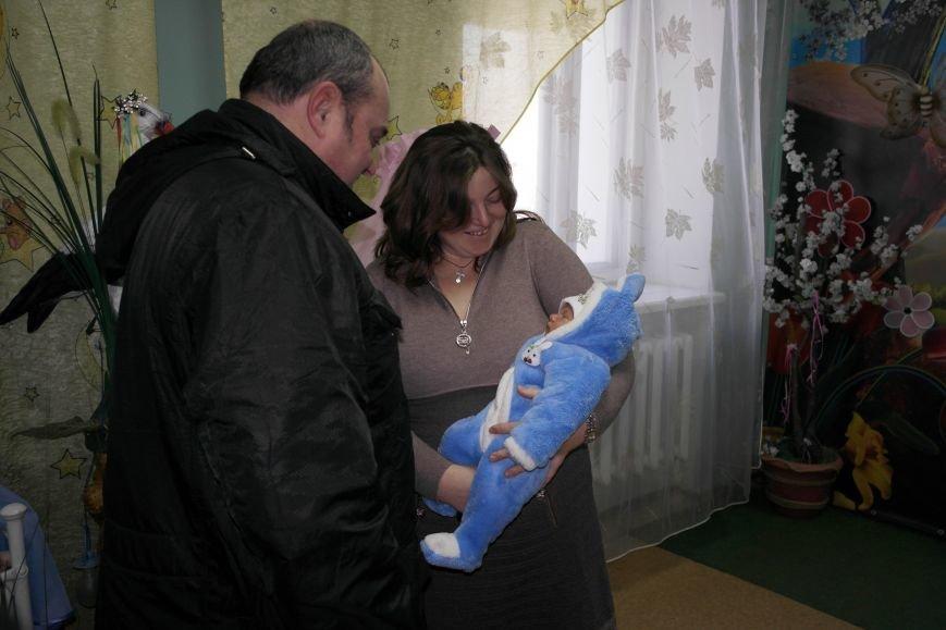 В Красноармейске поздравили семьи первых новорожденных 2016 года, фото-1