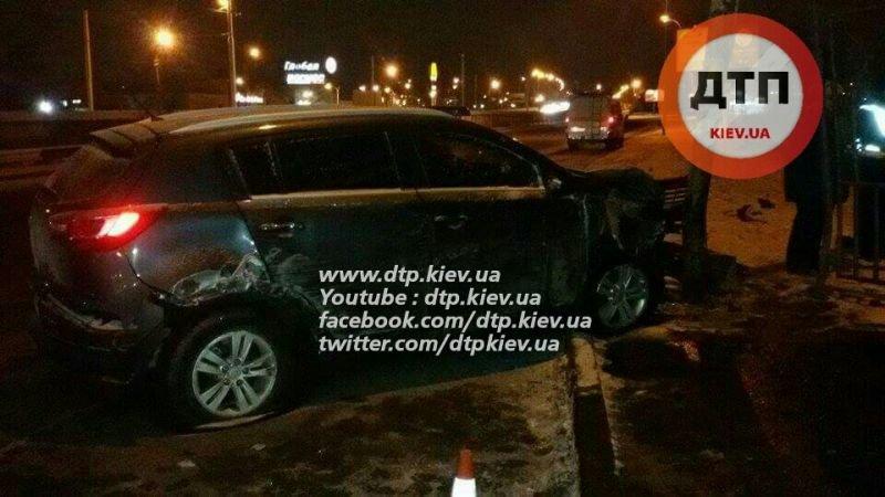 На Троещине пьяный водитель снес остановку (ФОТО), фото-2