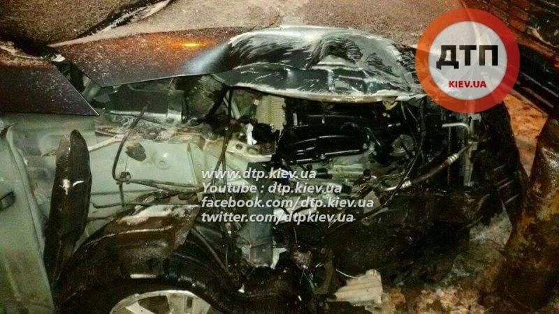На Троещине пьяный водитель снес остановку (ФОТО), фото-1