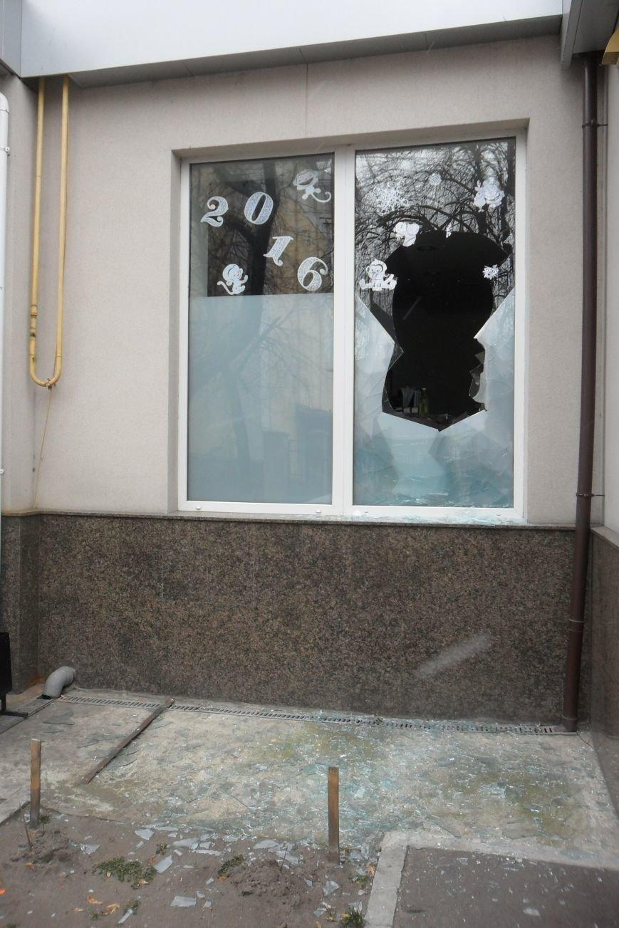 Кременчугский вор при помощи кирпича мог обокрасть магазин за несколько минут (ФОТО), фото-6
