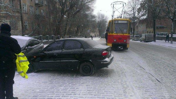 Через ДТП на вулиці Шевченка тимчасово не курсують трамваї №7 (ФОТО) (фото) - фото 1