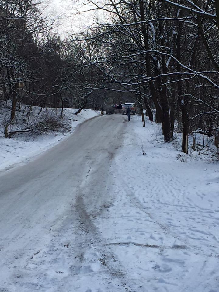 На замітку водіям: автолюбителям радять оминати ділянку дороги на вулиці Ярославенка (ФОТО), фото-1