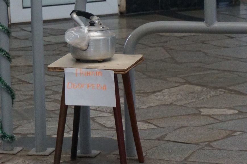 В пунктах обогрева криворожане могут согреться под теплым одеялом и выпить горячего чая (ФОТО) (фото) - фото 2