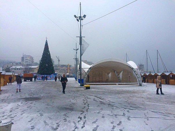 В Ялте возводят Рождественскую деревню (фото) - фото 1