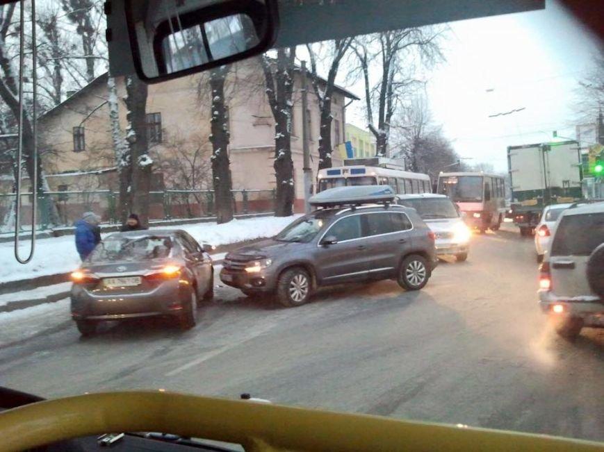 На вулиці Зеленій утворилися затори через незначне ДТП (ФОТО), фото-1