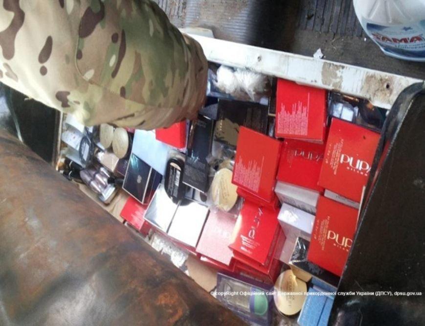 Через КПВВ «Зайцево» на неподконтрольную территорию везли 55 тысяч долларов, гаджеты и парфюмерию, фото-3