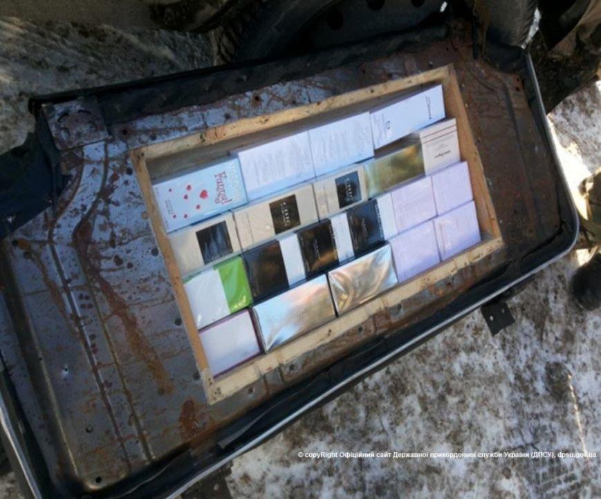 Через КПВВ «Зайцево» на неподконтрольную территорию везли 55 тысяч долларов, гаджеты и парфюмерию, фото-1