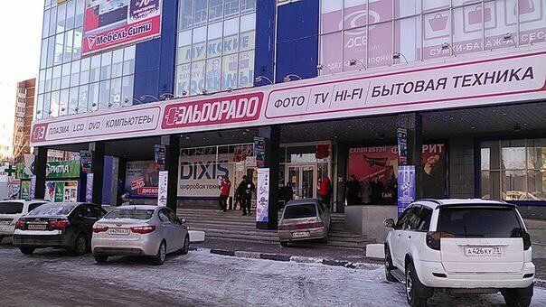 В Ульяновске водитель хотел протаранить гипермаркет (фото) - фото 1