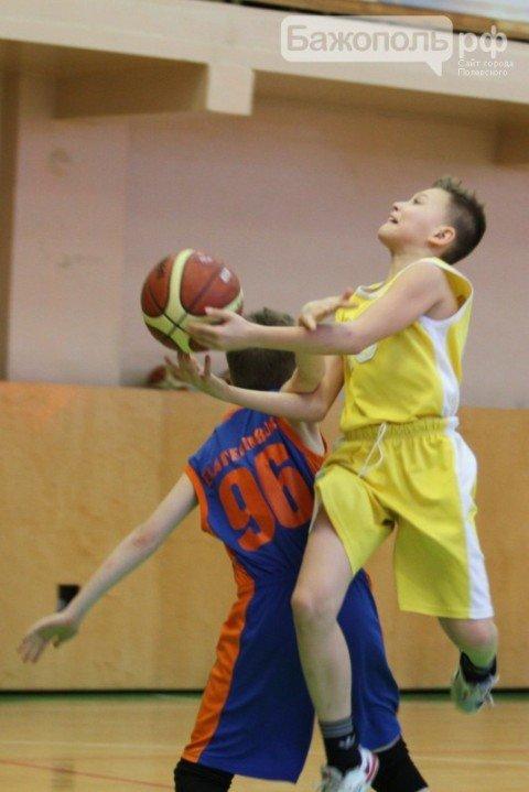 В Полевском проходит новогодний турнир по баскетболу (фото) (фото) - фото 1