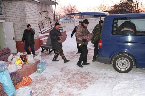 Для батальона «Чернигов» в зону АТО полиция отправила автобус еды (фото) - фото 1