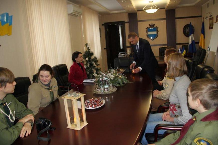 Пластуны доставили Вифлиемский огонь в кабинет мэра Кременчуга (ФОТО), фото-4