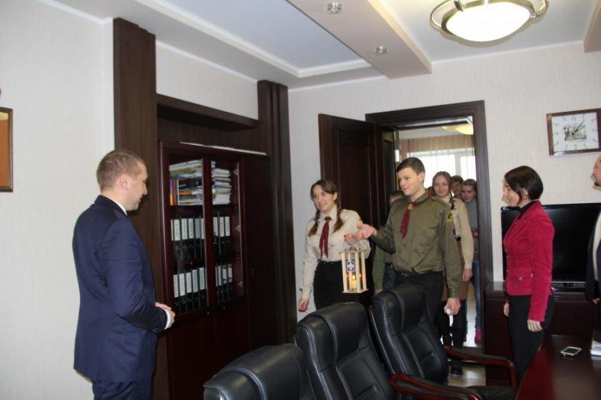 Пластуны доставили Вифлиемский огонь в кабинет мэра Кременчуга (ФОТО), фото-2