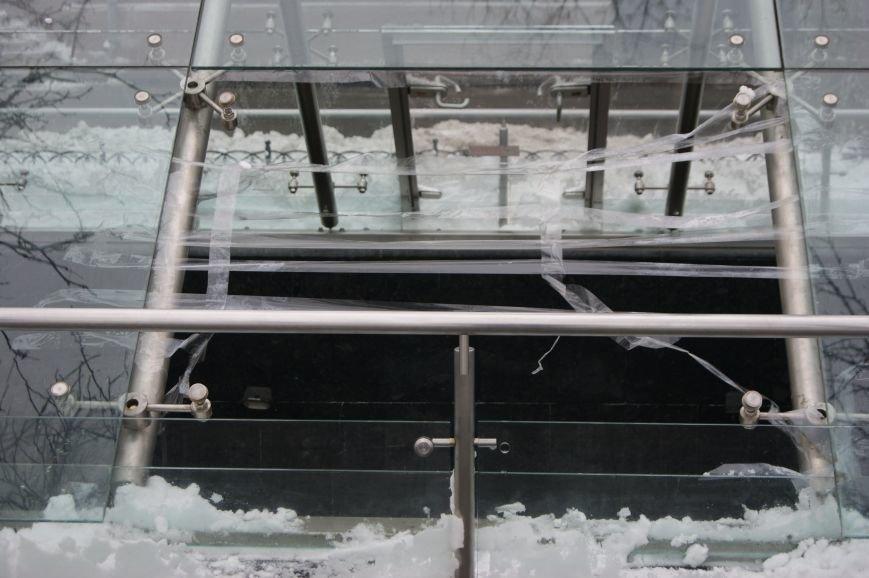 На Приморском бульваре Одессы вандалы разбили стеклянный купол древнего поселения  (ФОТО) (фото) - фото 1
