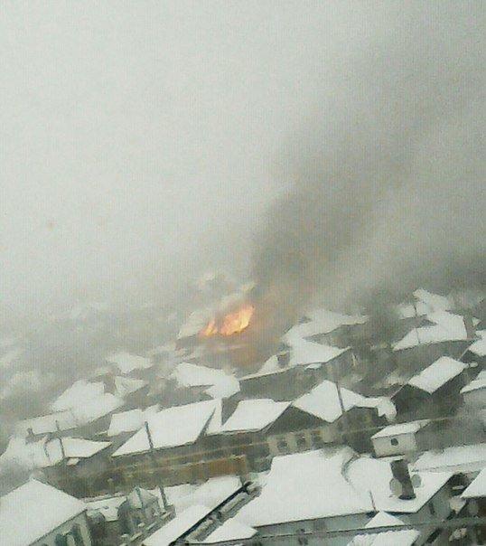 Сегодня в Макеевке сгорел дом (фото) - фото 1