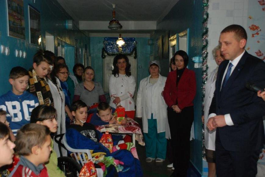 Мэр Кременчуга поздравил пациентов детской больницы и вручил каждому подарок (ФОТО), фото-5