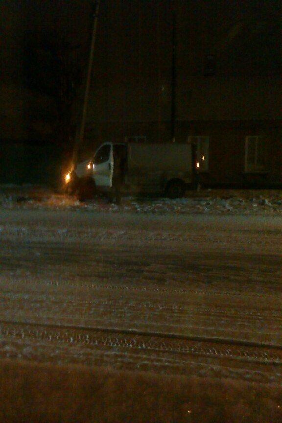В Кировоградской области автобус въехал в остановку общественного транспорта (фото) - фото 1