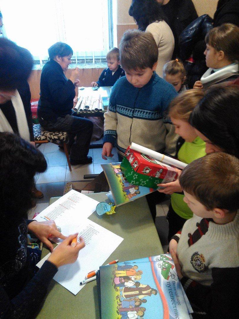 В Родинском детей-переселенцев поздравили с Рождеством Христовым (фото) - фото 1