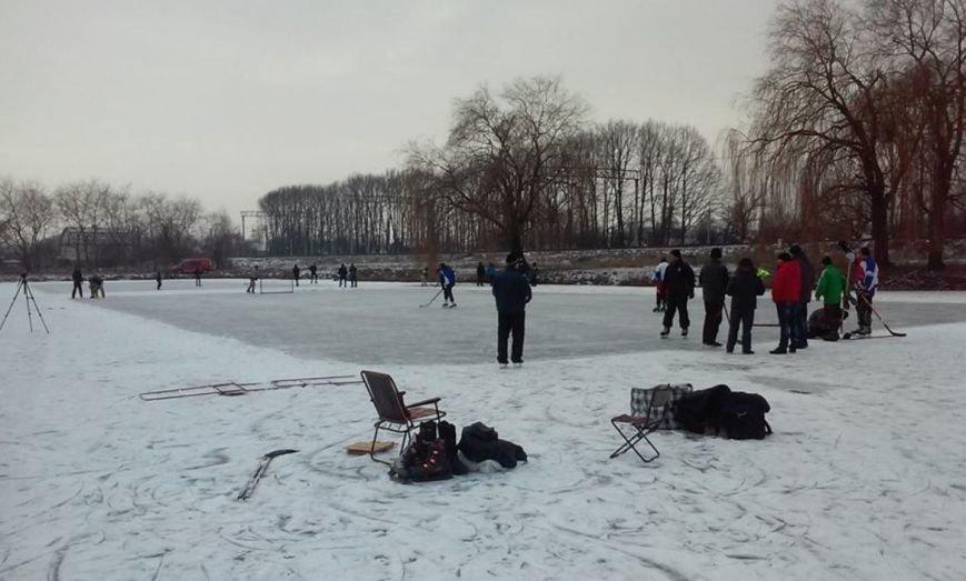 Игра в хоккей в Новограде