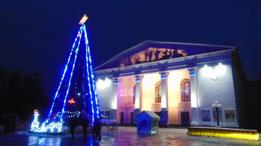 В центре Мариуполя на Рождество не зажгли традиционные праздничные гирлянды перед Театральной площадью (ФОТОФАКТ) (фото) - фото 5