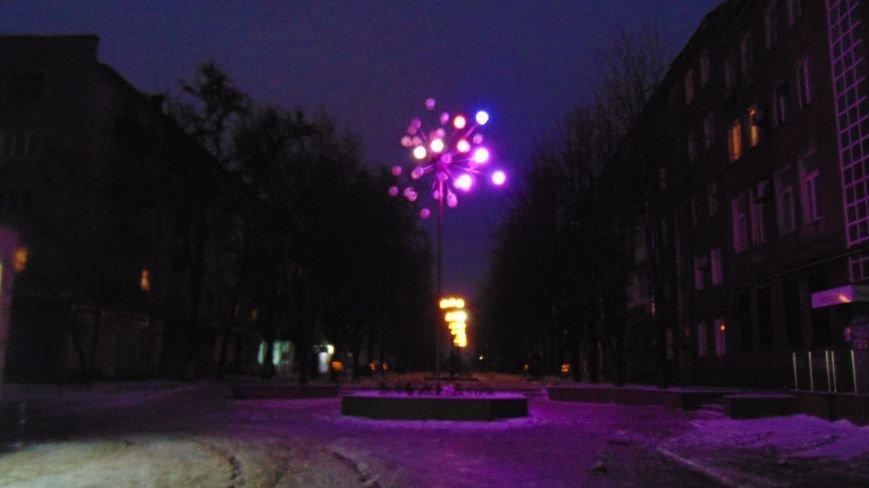 В центре Мариуполя на Рождество не зажгли традиционные праздничные гирлянды перед Театральной площадью (ФОТОФАКТ) (фото) - фото 4