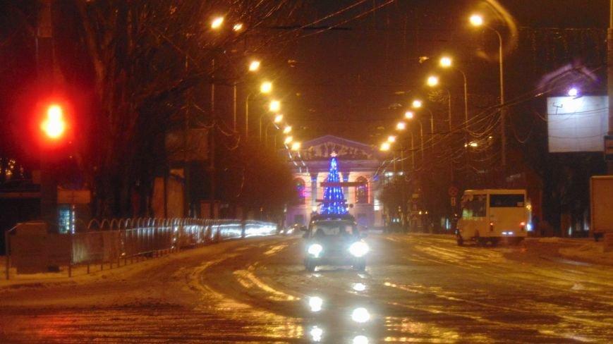 В центре Мариуполя на Рождество не зажгли традиционные праздничные гирлянды перед Театральной площадью (ФОТОФАКТ) (фото) - фото 3
