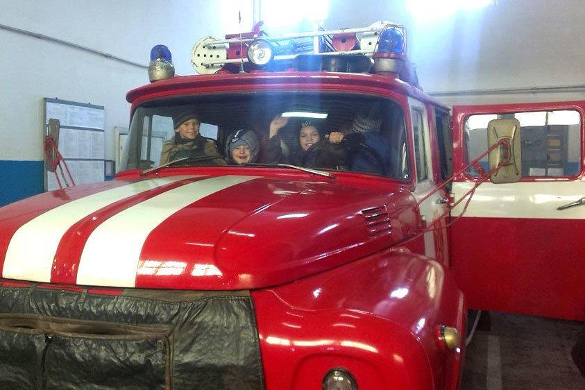 Дети с Востока пришли в гости к павлоградским спасателям (фото) - фото 1