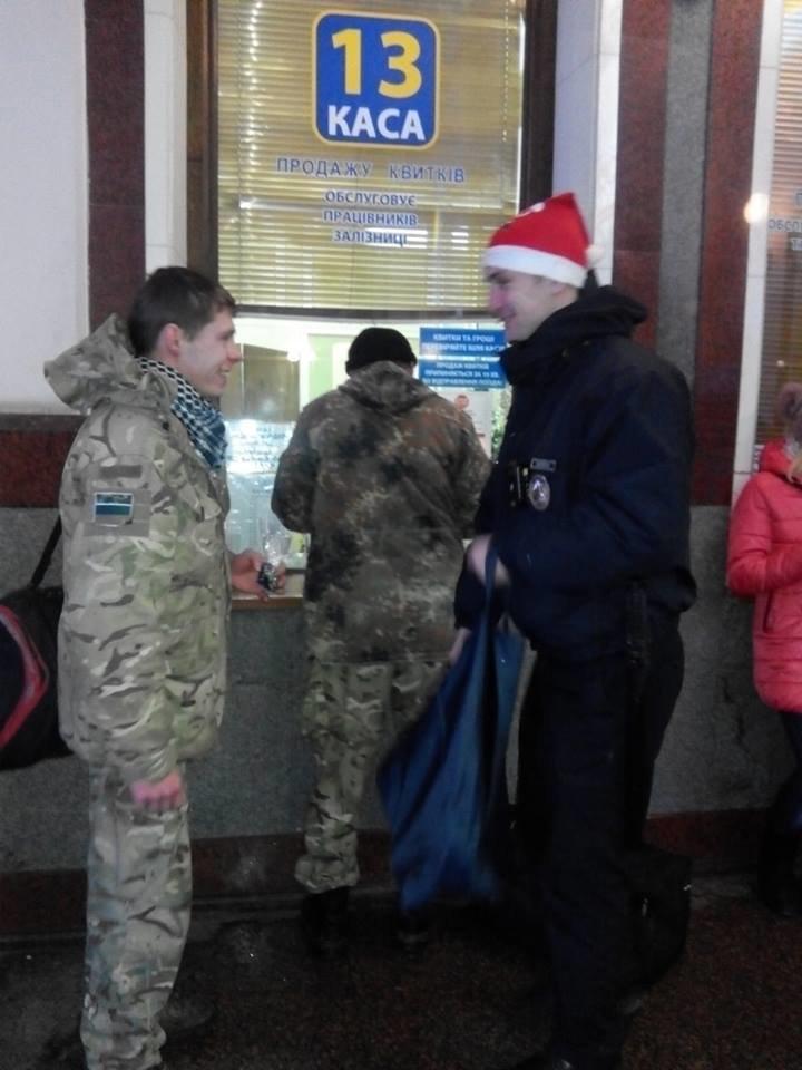 Львівські поліцейські стали помічниками Санти. Як це було (ФОТОРЕПОРТАЖ), фото-1