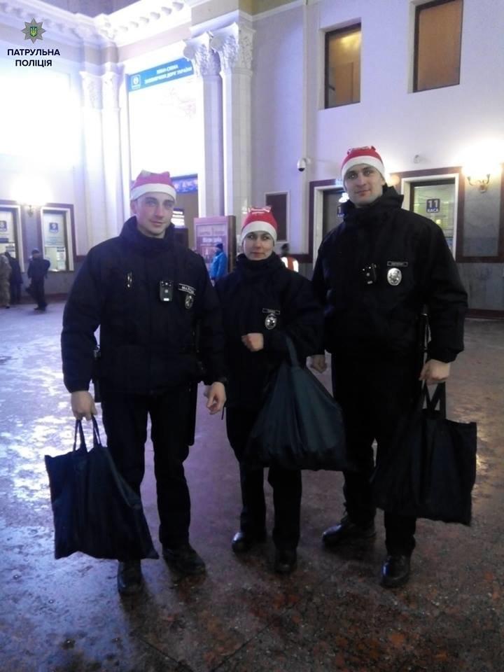 Львівські поліцейські стали помічниками Санти. Як це було (ФОТОРЕПОРТАЖ), фото-2