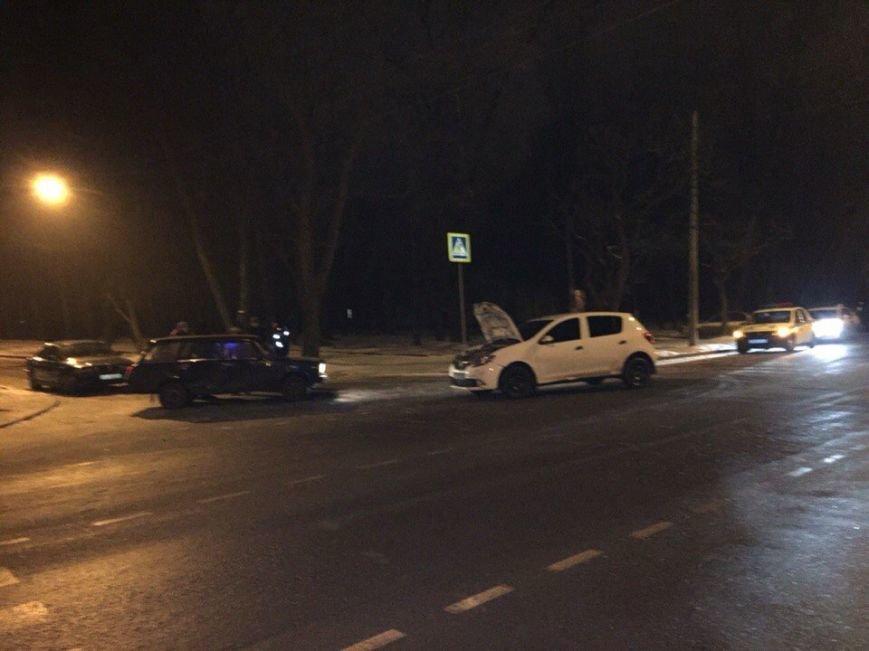 """Ночное ДТП в Кривом Роге: ВАЗ вылетел на главную и  ударил  """"Renault"""", фото-8"""