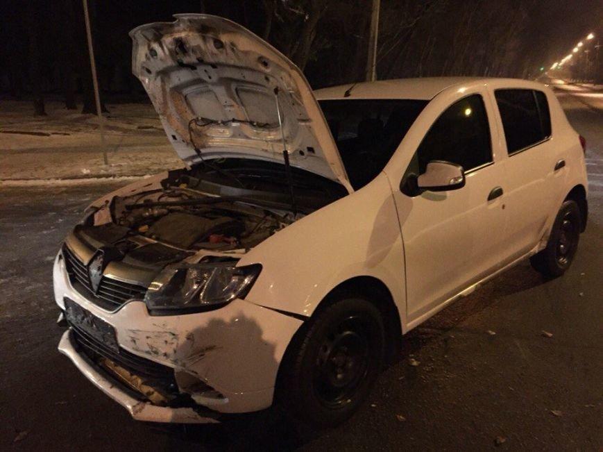 """Ночное ДТП в Кривом Роге: ВАЗ вылетел на главную и  ударил  """"Renault"""", фото-2"""