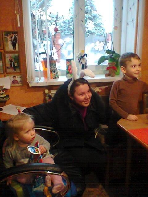 Волонтеры Бердянска не забыли о детях воинов АТО (фото) - фото 1