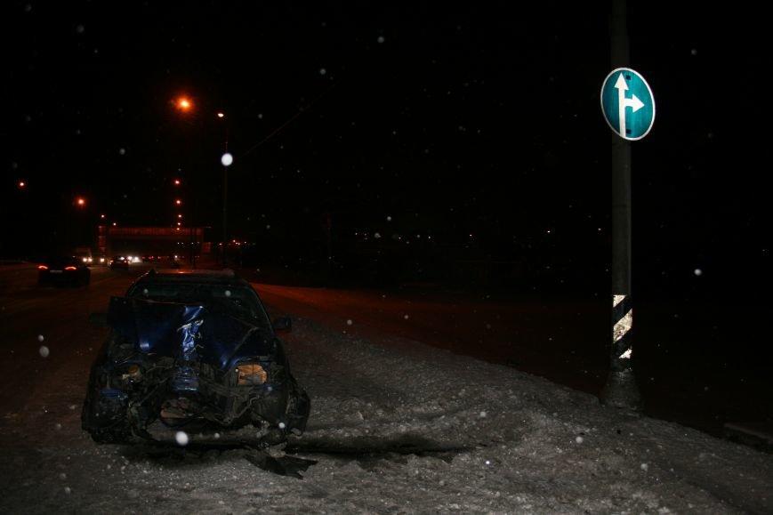 На Калужском шоссе автомобиль совершил наезд на мачту освещения (ФОТО), фото-2