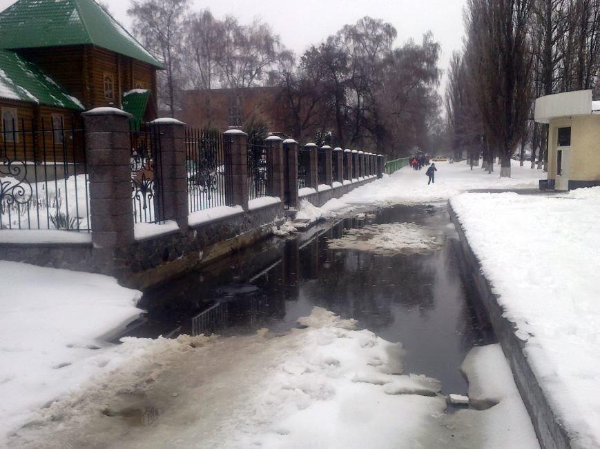 В Полтаві зупинку 11-а школа знову залило нечистотами (ФОТОФАКТ) (фото) - фото 2