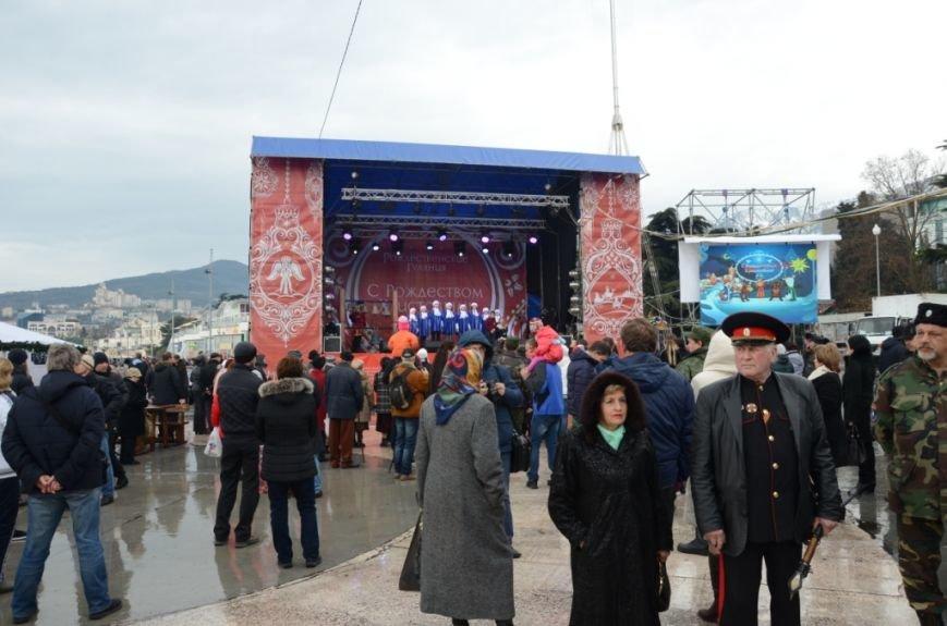 В Ялте начались четырехдневные Рождественские гуляния (ФОТО), фото-1