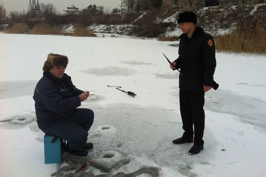 В Кривом Роге любители зимней рыбалки игнорируют призывы спасателей и выходят на лед  (ФОТО) (фото) - фото 1