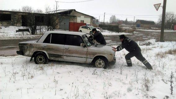 В Красноармейске полицейские спасли водителя (фото) - фото 1
