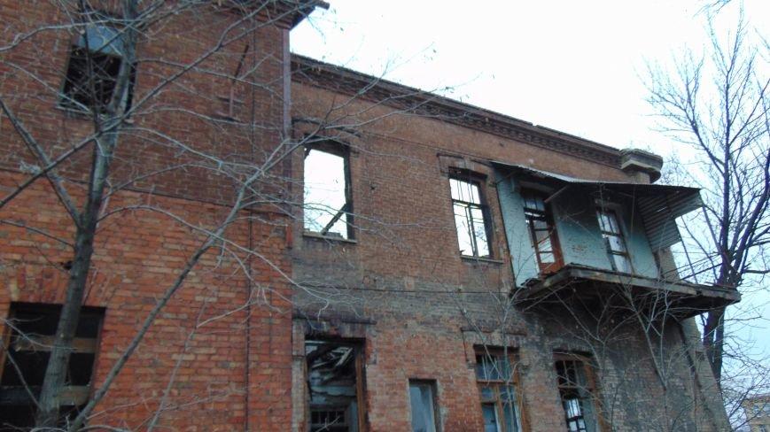 В уничтоженном вандалами историческом доме появилась выставка мариупольского художника-невидимки (ФОТОРЕПОРТАЖ) (фото) - фото 4