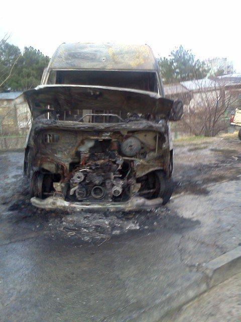 ФОТОФАКТ: в Ялте ночью были сожжены 2 автомобиля (фото) - фото 3