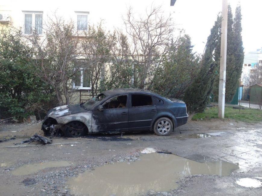 ФОТОФАКТ: в Ялте ночью были сожжены 2 автомобиля (фото) - фото 4