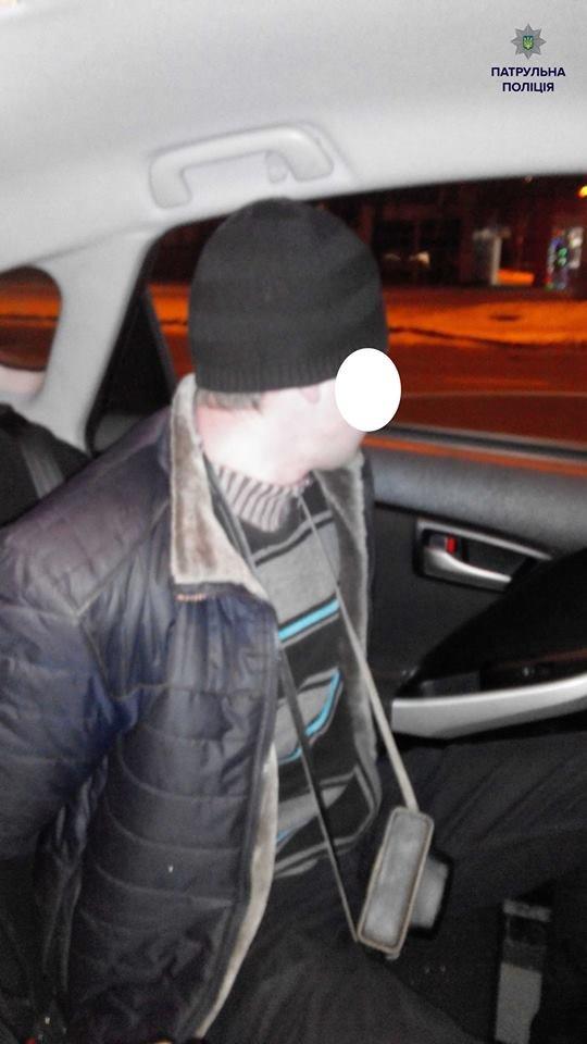 Патрульні затримали чоловіка при спробі пограбування церкви (ФОТО), фото-2