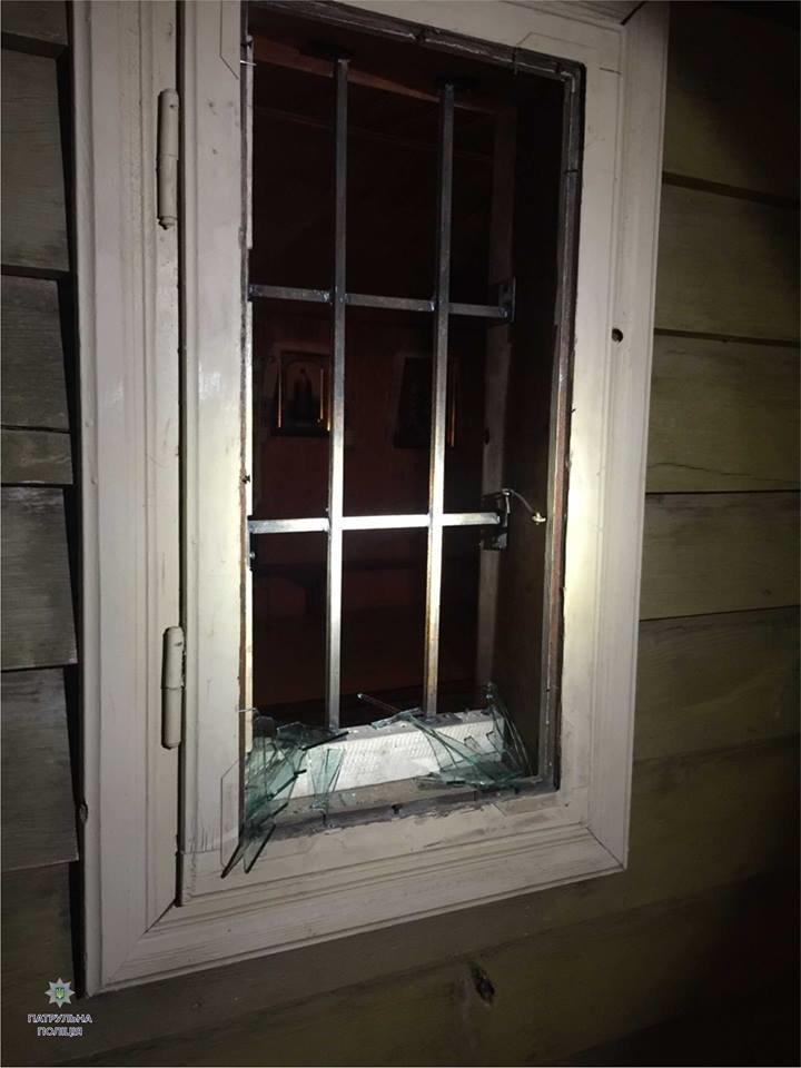 Патрульні затримали чоловіка при спробі пограбування церкви (ФОТО), фото-1